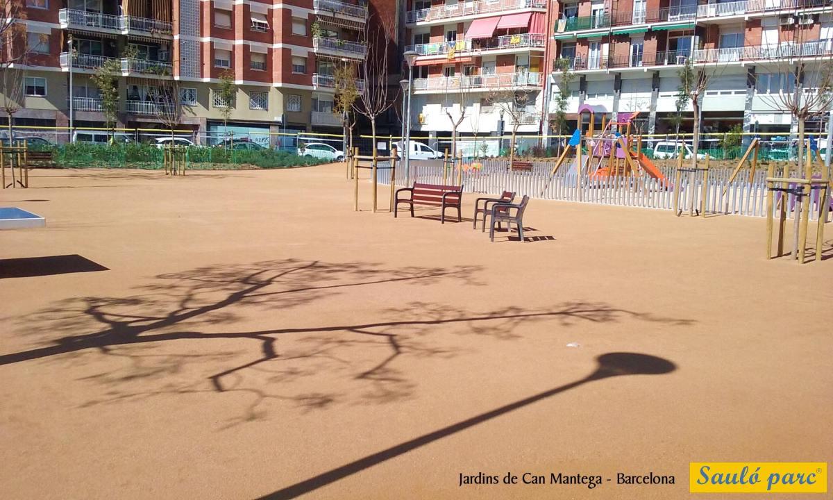 En els jardins de Can Mantega de Barcelona s'ha utilitzat l'àrid Sauló Parc pels paviments desauló.